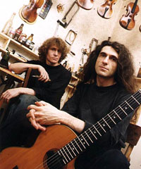 Скрипичный мастер Сергей Ноздрин, гитарист Юрий Наумов и их гитара